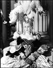 Норма Ширер в роли Марии-Антуанетты