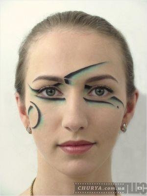 линия в гриме и макияже